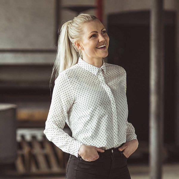 Den med prikkerne fra GROBUND er den fineste skjorte i 100% blød bomuld. GOTS certificeret