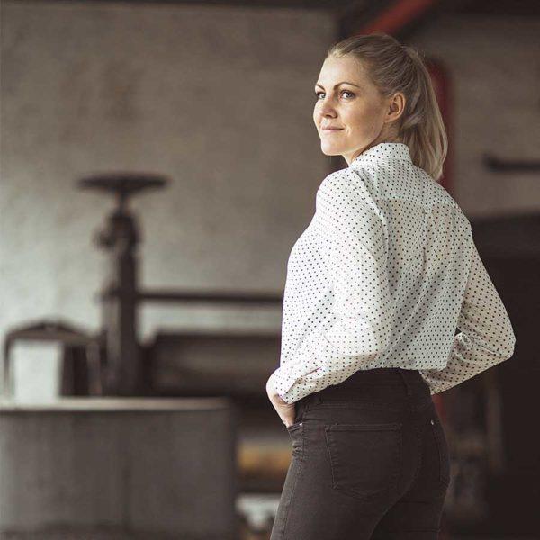 Den med prikkerne fra GROBUND er den fineste skjorte med prikker og i økologisk bomuld. 100% GOTS certificeret