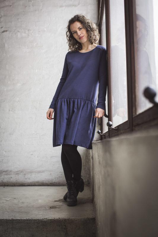 Kjolen med de lange ærmer fra GROBUND. Bæredygtig og certificeret med GOTS. 100% økologisk