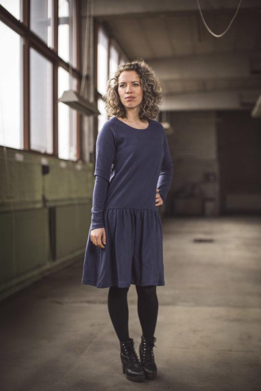 Kjolen med de lange ærmer. Bæredygtig kjole fra GROBUND. Certificeret med GOTS og 100% økologisk