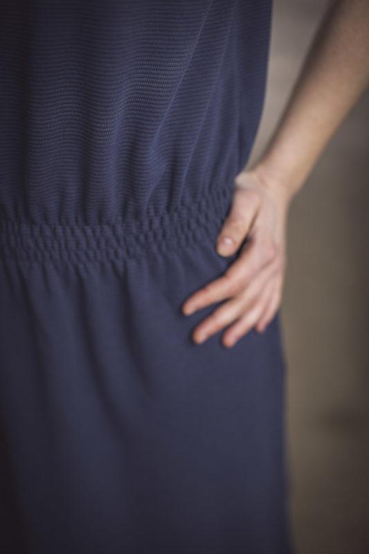 Taljen på GROBUND kjolen uden ærmerne. Økologisk og certificeret med GOTS