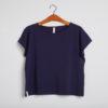 T-shirten - den korte i mørk blå fra GROBUND